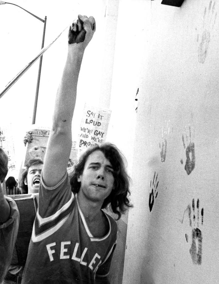Mouvement gay 1969 San Francisco Friday Purple Hand